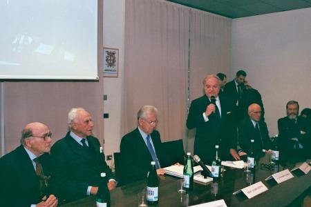 Da sin. l'Avv. Enrico Cantoni, il Dott. Giuseppe Barbiano di Belgiojoso, il Prof. Mario Monti, l'Avv. Achille Colombo Clerici, il Dott. Roberto Rezzani e il Dott. Alessandro Panza di Biumo
