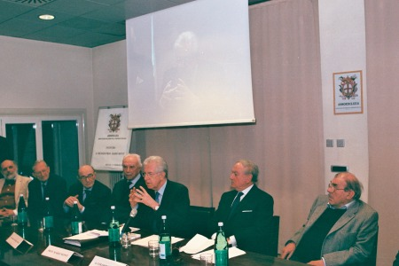 Da sin. Dott. Ivo Amendolagine, Dott. Luigi Arborio Mella, Avv. Enrico Cantoni, Prof. Mario Monti, Avv. Achille Colombo Clerici, Arch. Alfredo Campanini Bonomi