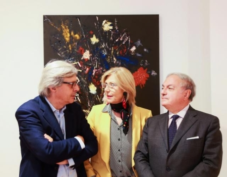 Josine Dupont tra Vittorio Sgarbi e Achille Colombo Clerici