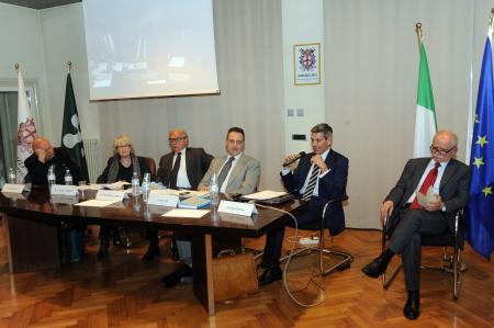 Tavolo relatori 10