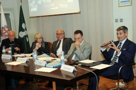 Tavolo relatori 11