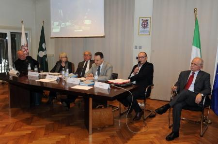 Tavolo relatori 8